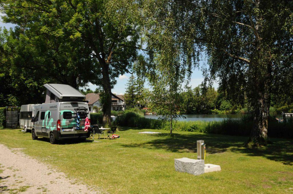 Lech-Camping-Augsburg-Campingplatz-Camper-See