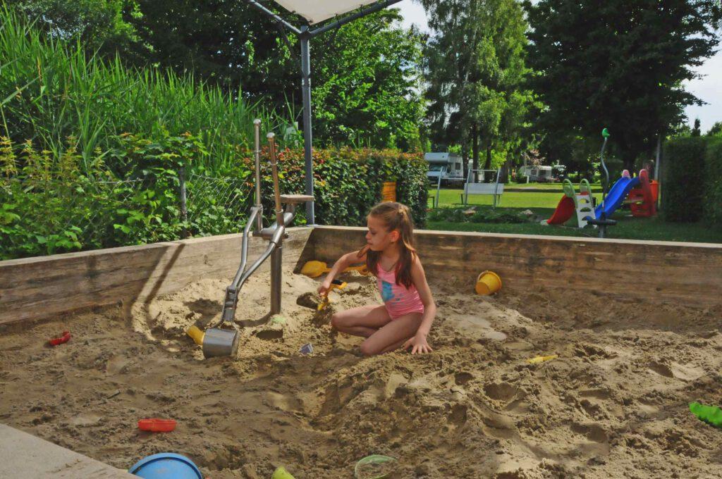 Lech-Camping-Augsburg-Campingplatz-Spielplatz